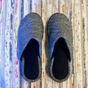 6.5-7 Isotoner Quilted Slippers